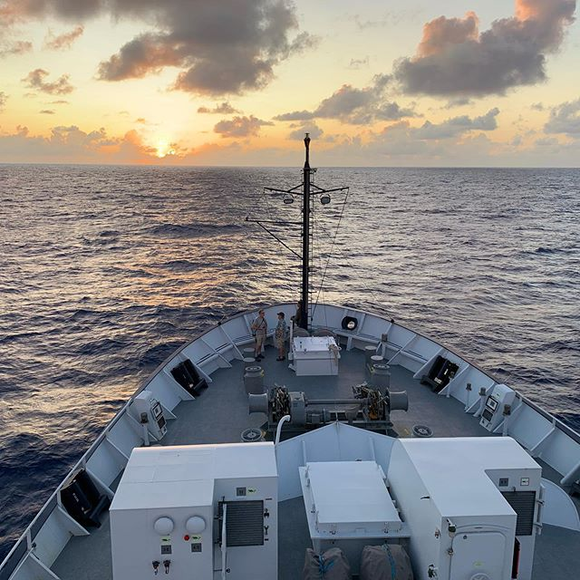 For the past five days the Falkor has been sailing across the Pacific Ocean. During this cruise we will be stopping at 6 seamount locations and deploying the ROV SuBastian to collect specimens and water samples. Tomorrow we will arrive at our first seamount Hess Rise! @schmidtocean @missleeleeleelee @asuherberger @asunow @asuschoolofart @asudesignschool @asu #schmidtocean #schmidtoceaninstitute #artandscience #sciart #contemporaryart #art #artdesign #asu #blues #iluvblue #blue