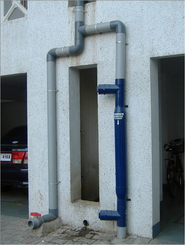 Vertical rwh filter with first rain flush-valve