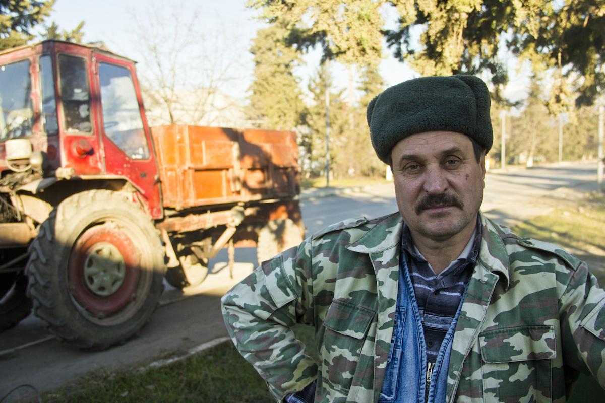 Un trattorista del kolkhoz
