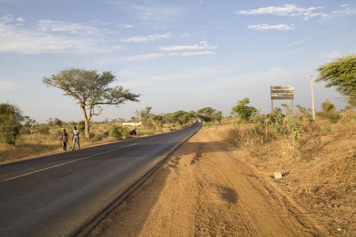 La route National, in direzione di Sinè Mbarick