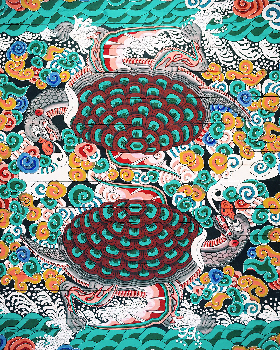 Ceiling painting at the entry gate of Gyeonbokgung Palace. The turtle represents longevity in Korean culture.
