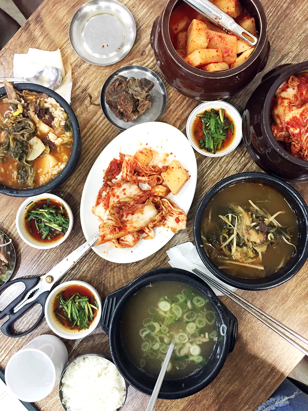 Eun Ho Restaurant (은호식당)  Info: This restaurant is a favorite of locals and in the heart of the Namdaemun wholesale shopping district. It's been here for over 80 years!Come here for traditional soups and yummy kimchi! Dishes: Gukbap, Siraegi Guk, Seollungtang Address: 50-43 Namchang-dong, Jung-gu, Seoul  남대문시장 · 서울시 중구 남창동 50-43   Website