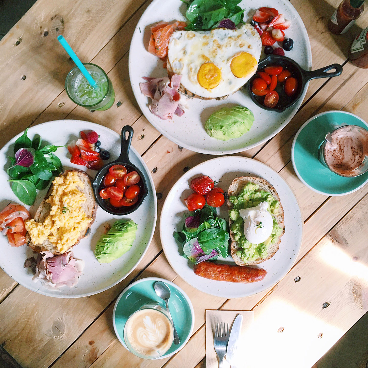 TOBY'S ON SUKHUMVIT 38:    Toby's   is a cute brunch spot with a bright and lovely interior and the prettiest lattes, drinks, and breakfast foods!