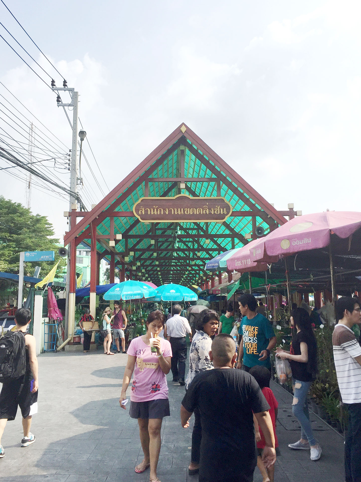The entrance to Taling Chan Floating Market