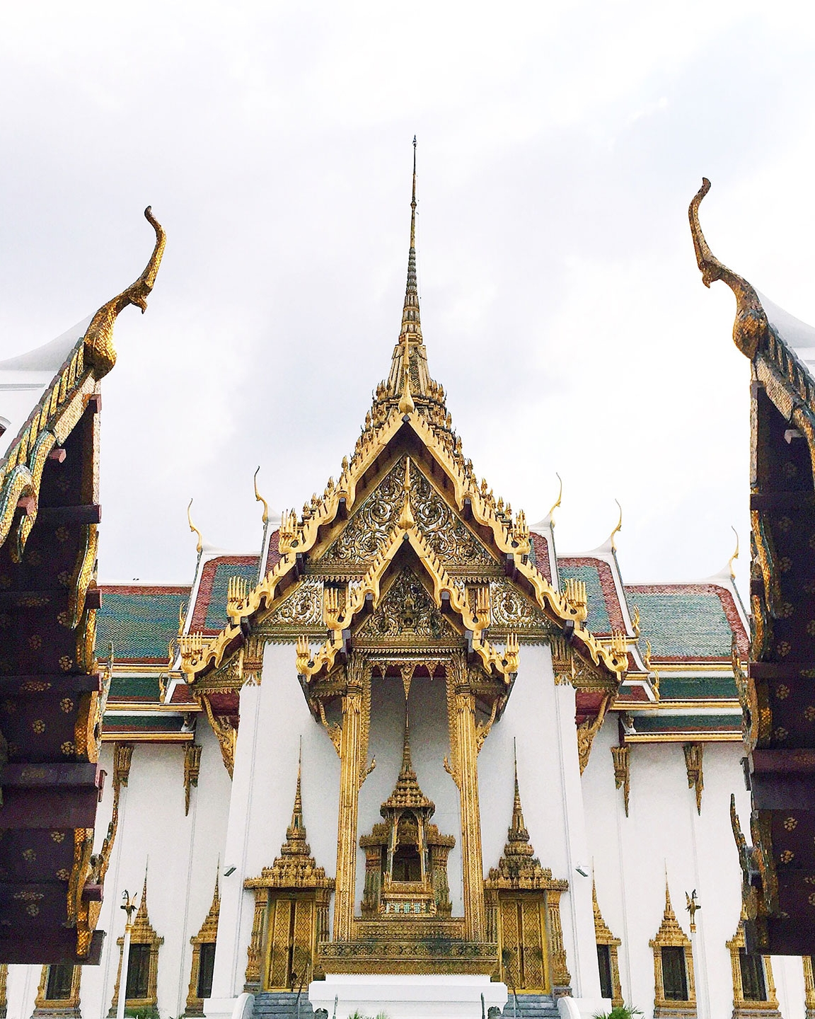 THE GRAND PALACE:    The Grand Palace   has been the royal residence of the kings of Siam since 1782. The intricate and beautiful Thai architecture makes it the most famous site in Bangkok.