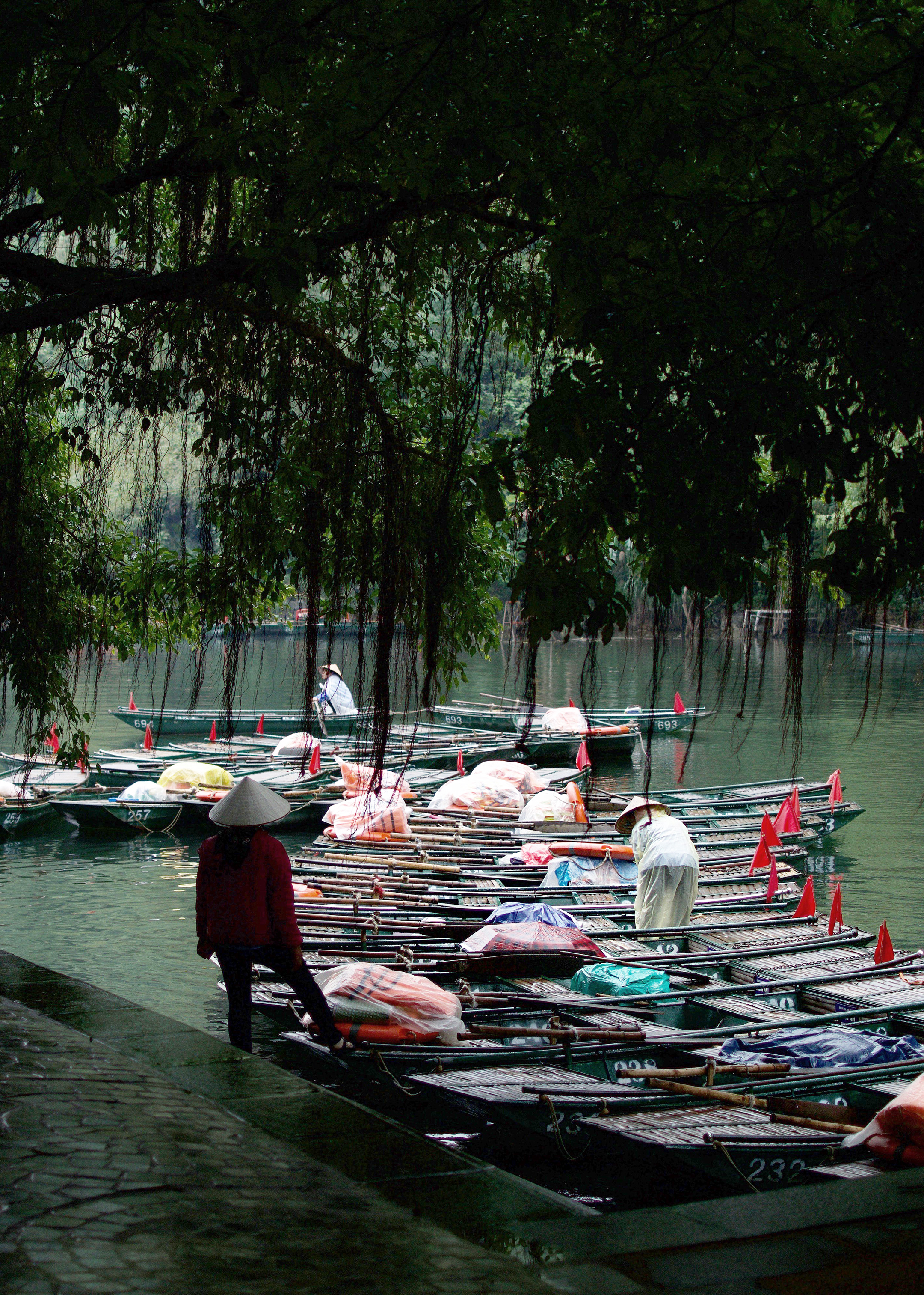 GETTING THE BOATS READY FOR BOAT TOURS AT TRANG AN