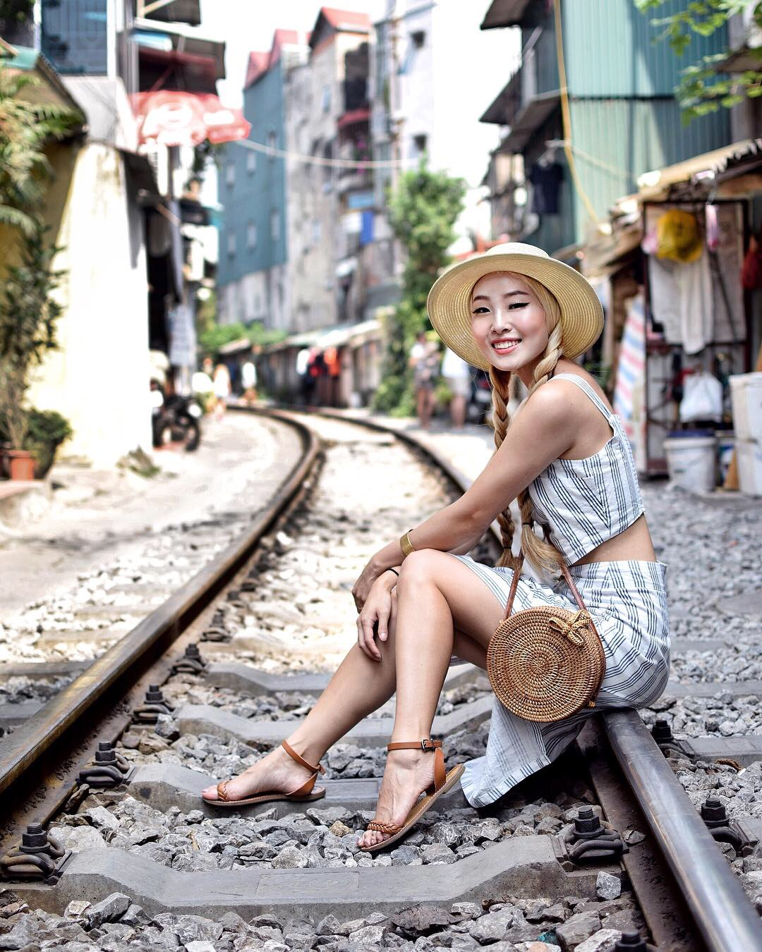 HANOI TRAIN STREET Wouldn't it be bizarre if a train ran inches from your doorway? That's exactly what happens at 3 and 7 pm every single day for the residents living on Hanoi Train Street in the Old Quarter!