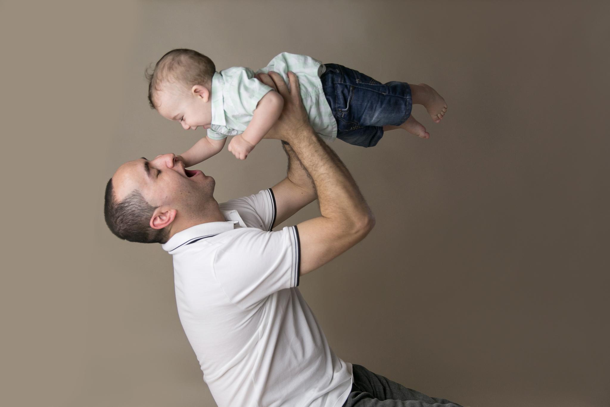 baby photos newborn photographer gold coast upper coomera newborn maternity photography