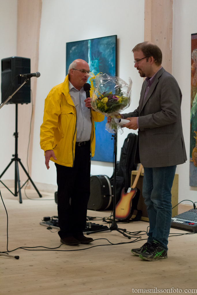 Yours truly receiving flowers and a reward. Photo by Agneta Nilsson