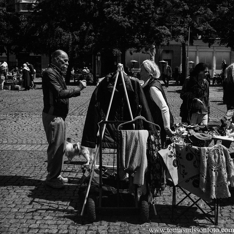 Day 165 - June 14: Closingi the deal at the flea market