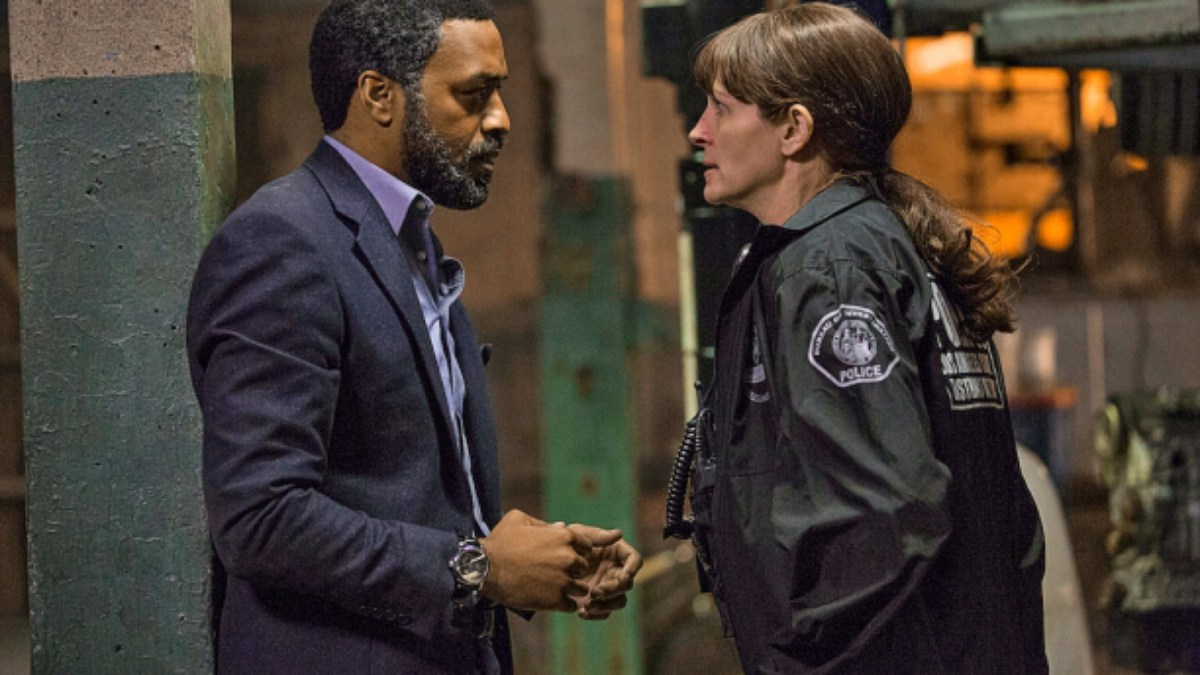 Chiwetel Ejiofor and Julia Roberts