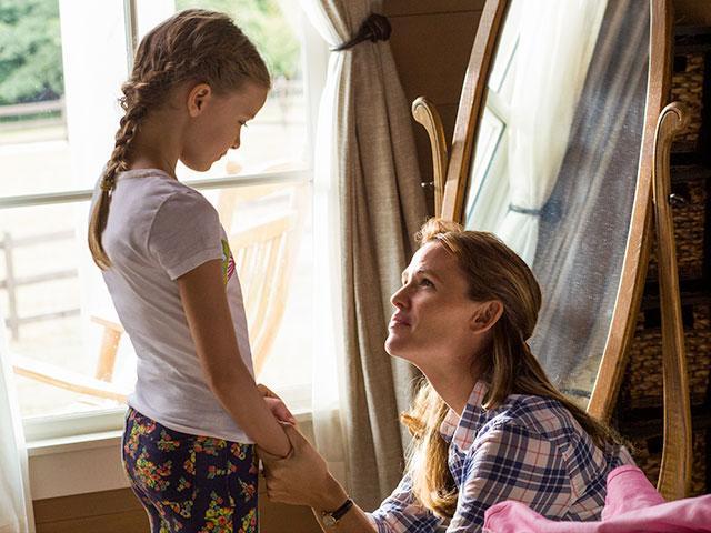 Kylie Rogers and Jennifer Garner
