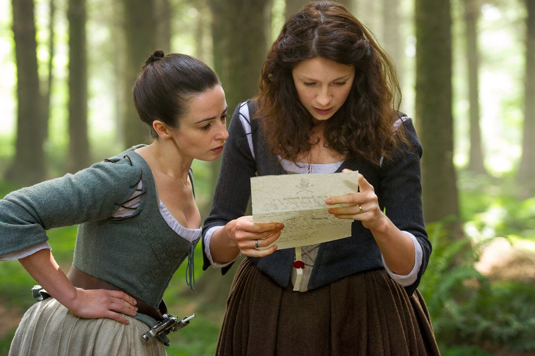 Outlander_-Jenny-Fraser-Laura-Donnelly-and-Claire-Randall-Caitriona-Balfe.jpg