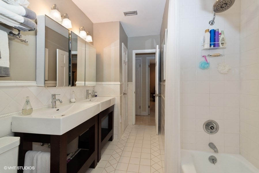 14_6725SW117thSt_8_Bathroom_LowRes.jpg
