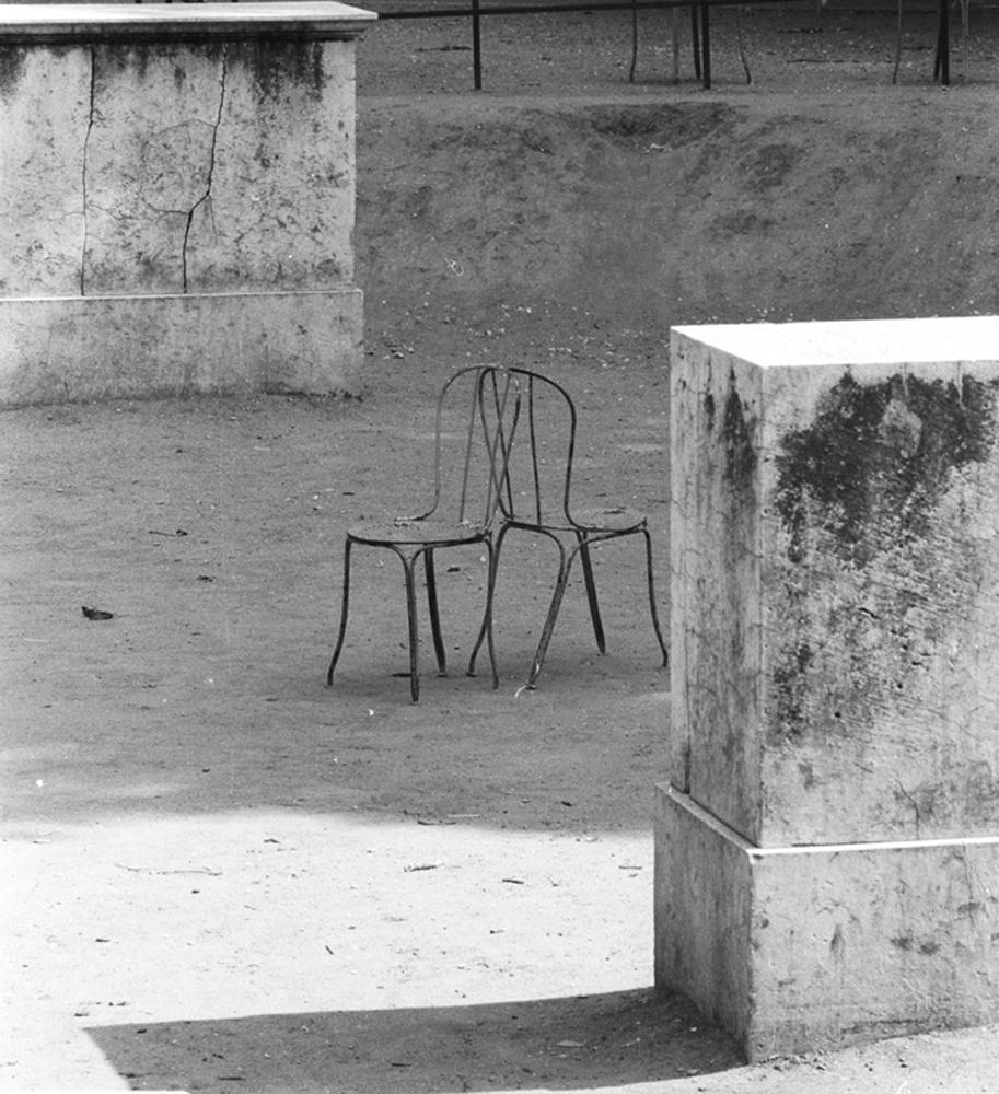 chairs_back2back++.jpg