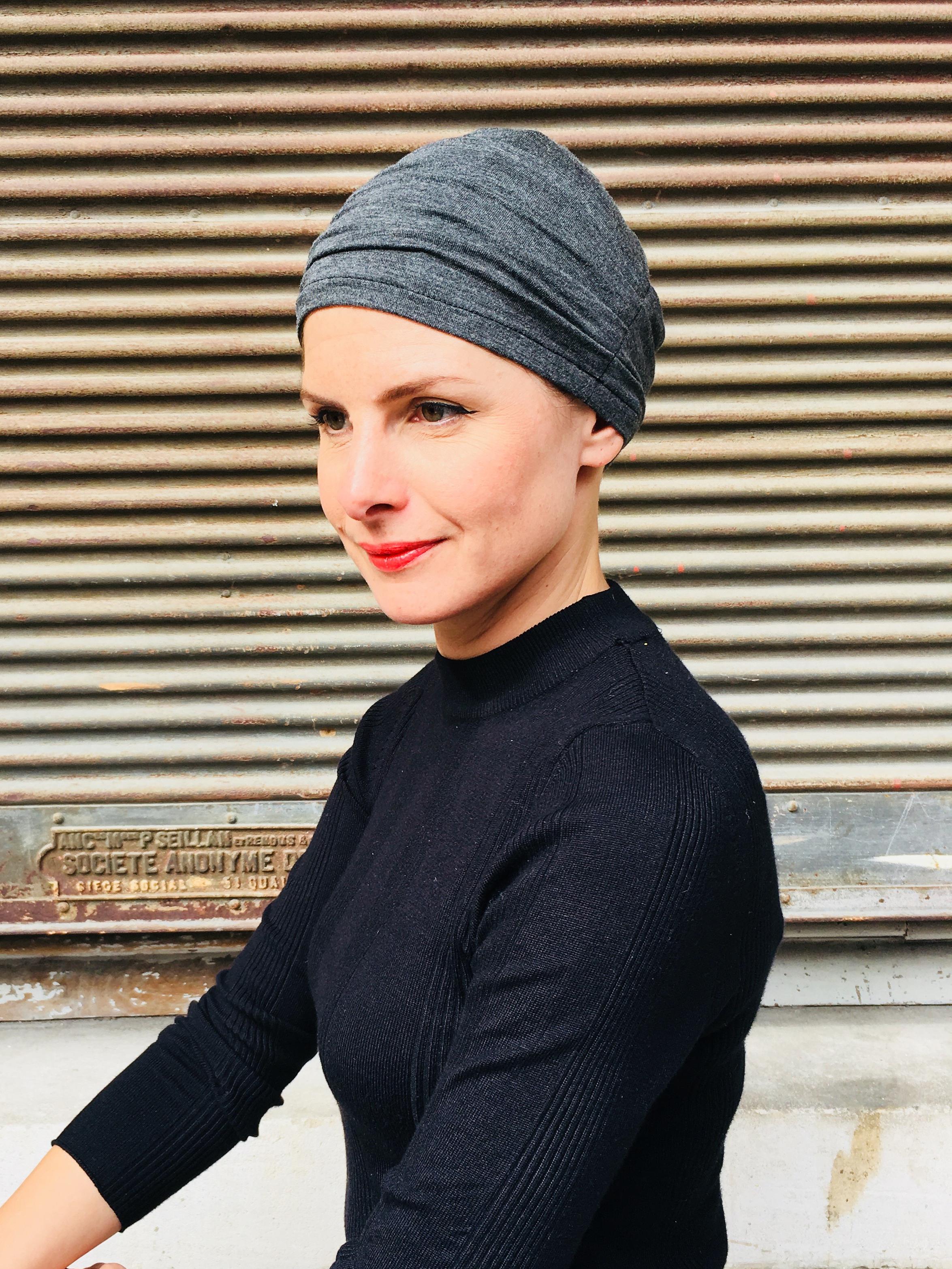 bonnet-chimiotherapie-doux-plisse-gris-foudre-2.jpg