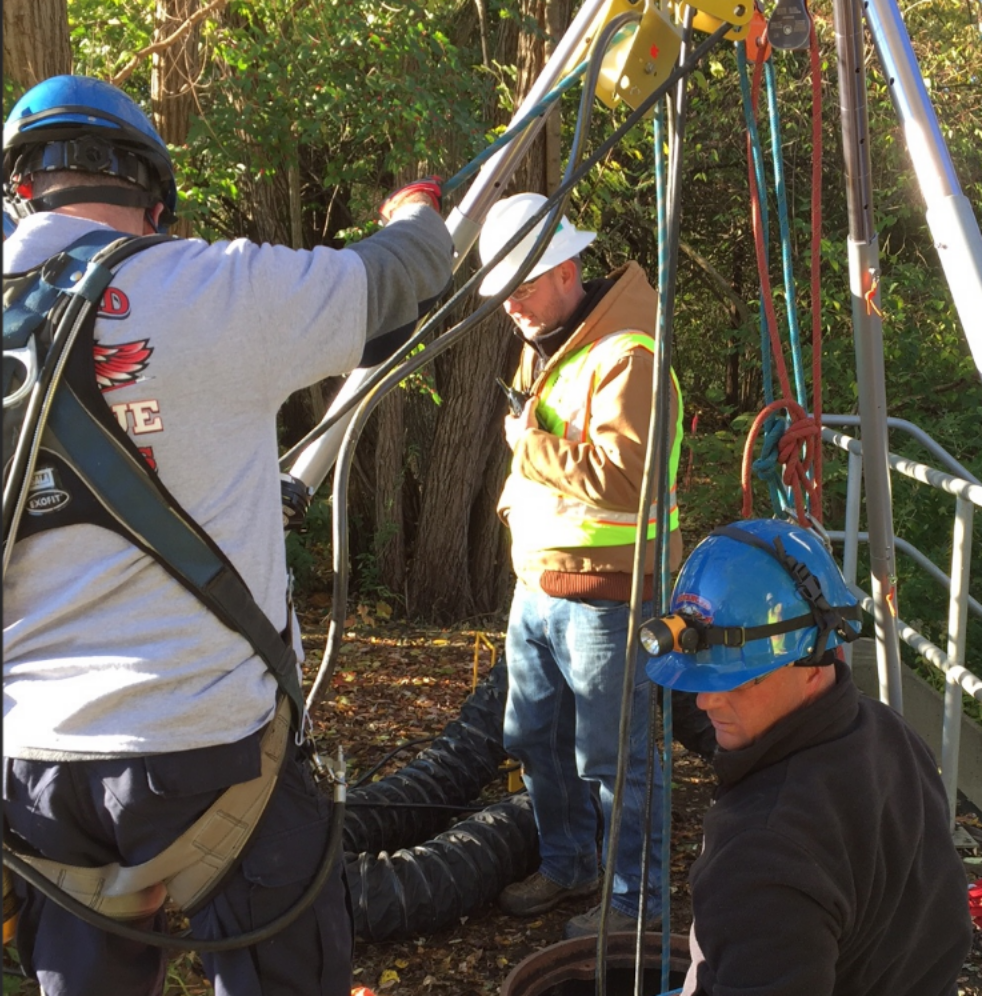 Confined space rescue standby
