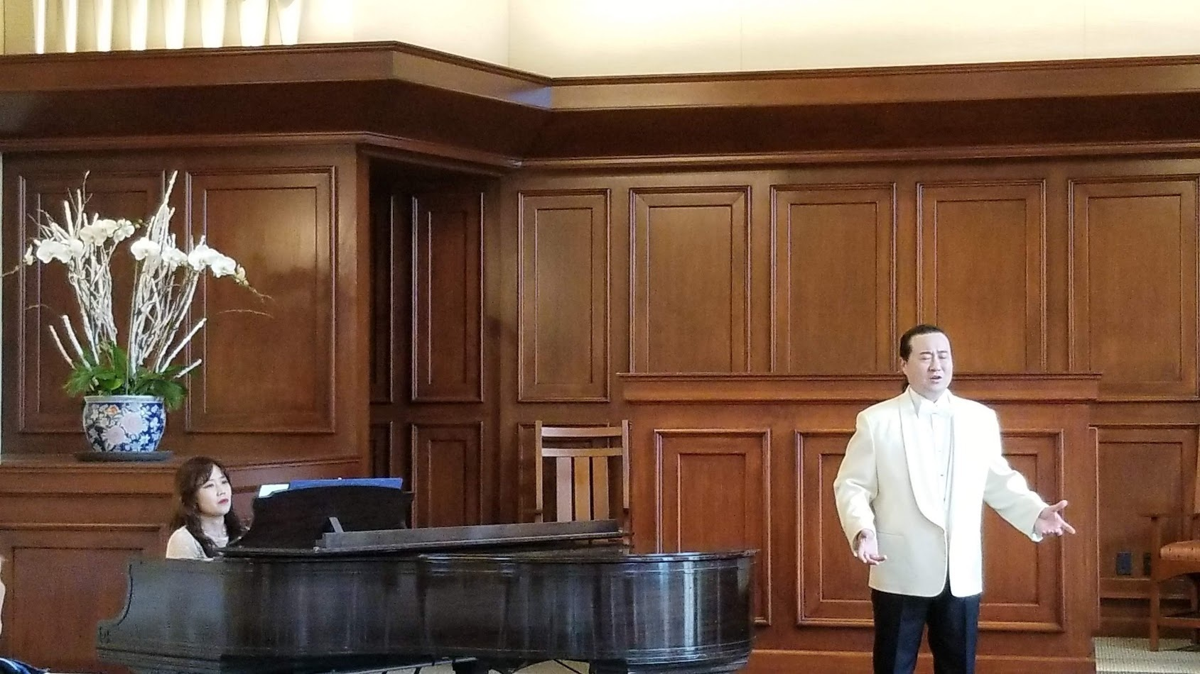 Peter jeon Concert - Peter singing.jpg