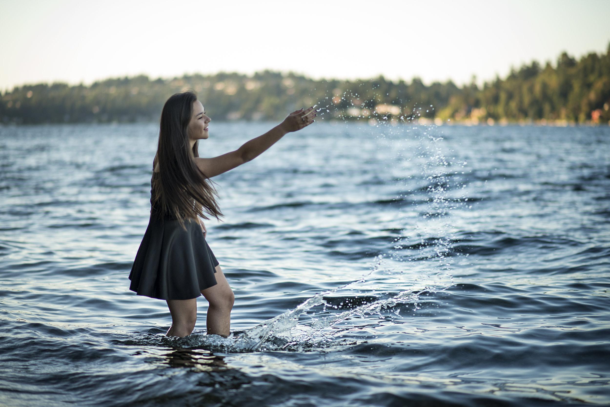 Mary Vance Photographer Senior Girl Photographer Mercer Island Washington Water Luther Burbank Park