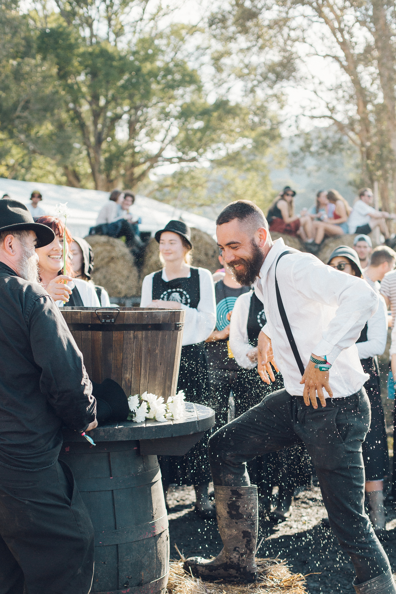 25.07.2015  V confused about this Amish sort of barn yard baptism ceremony at Splendour..??