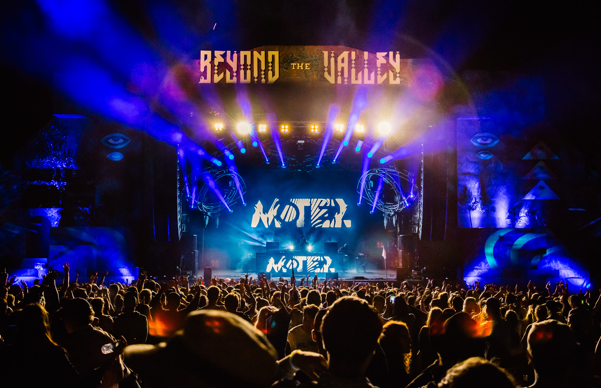 01.01.2017     Motez closing the main stage at Beyond the Valley, a few hours into the new year.