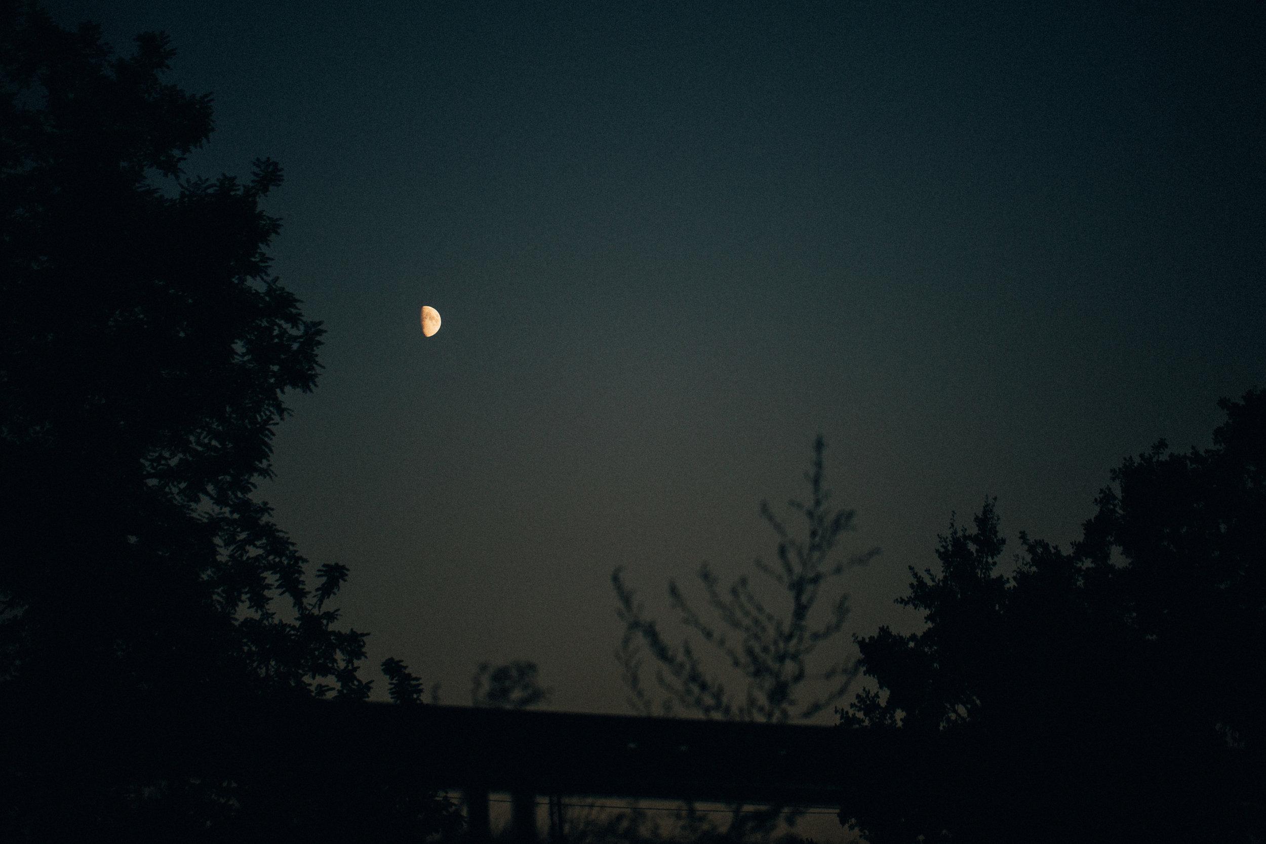 18.09.2018  Half moon.