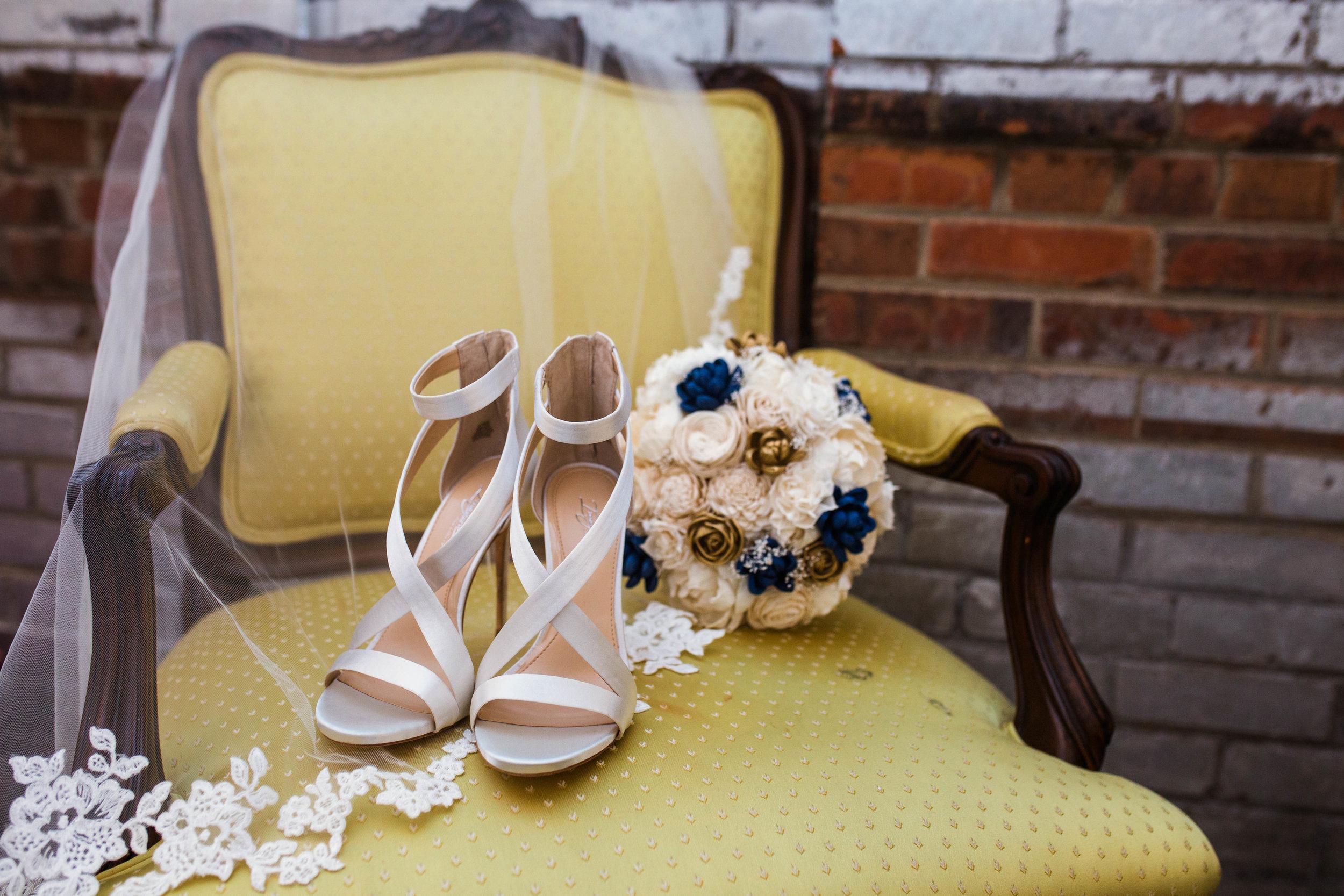 Getting ready and wedding details - raleigh north carolina wedding photographer