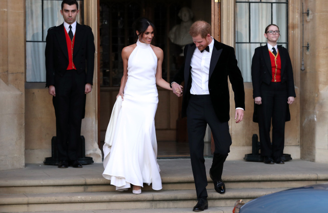 Who Designed Megan S Wedding Dress.Megan Markle Inspired Wedding Dresses You Will Love Oahu Wedding