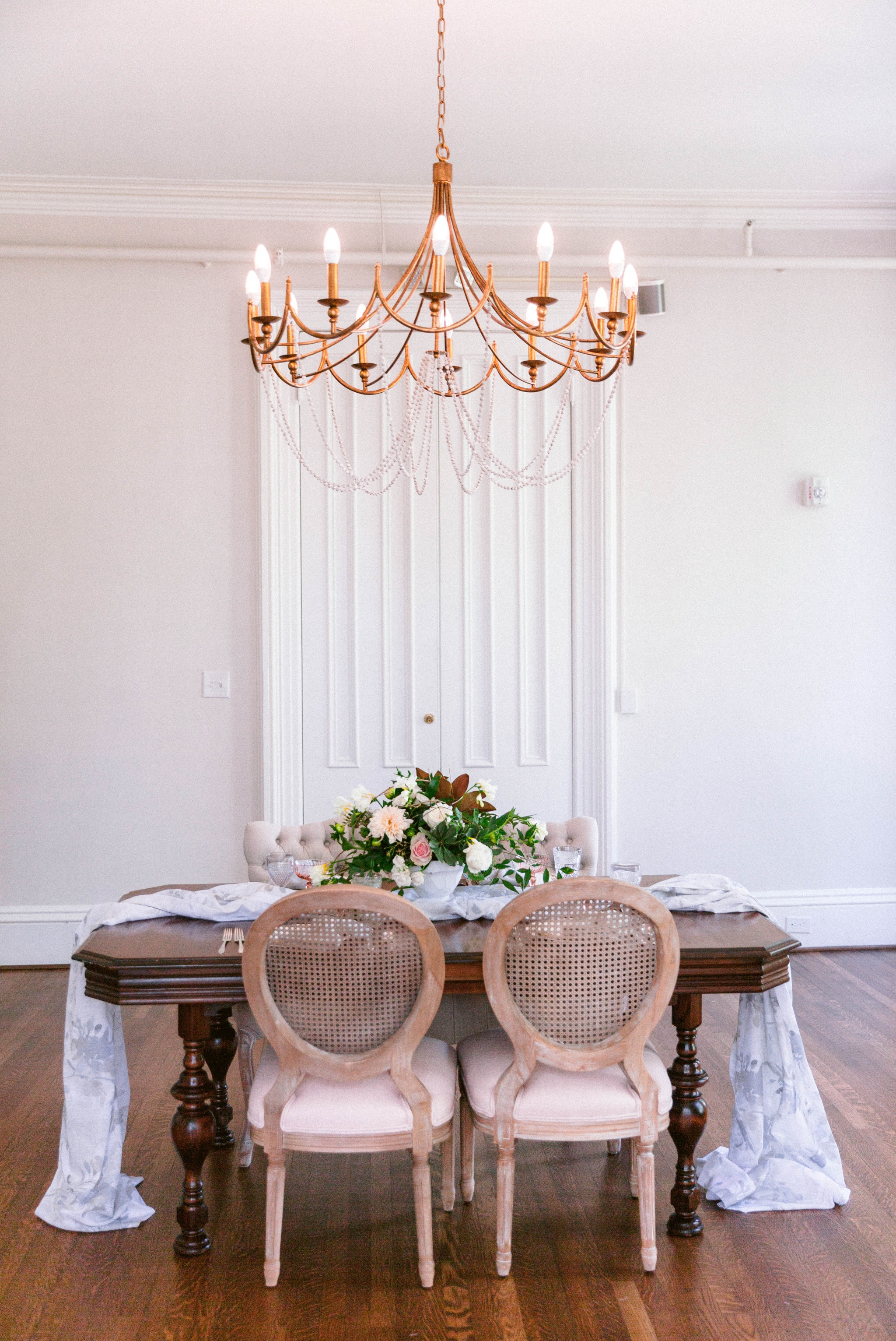 natural light dining room inspiration in an all white estate - blue and pink hues with lots of greenery - reception dinner decoration inspiration - honolulu oahu hawaii wedding photographer - johanna dye photography