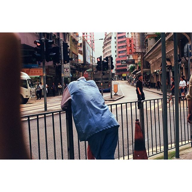 "Head Off  From our last #photowalk together with @camerafilmphoto in #hongkong #jordan  Shot on #leicam6 using #superia400 #fuji -  #35mmdiaries is a film photography documentary revealing an ordinary life mixed with original scenarios and poetic vision of life - A self thérapie on how how to embrace solitude in a moderne and supposed ""connected world"" - #film #photoderue #photographie #photography #filmphotography #filmgrain #fuiji #asia #hk #hongkong #analogphotography #analog #negativefilm  #summicron50mm #colour #magazine"