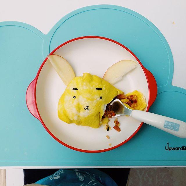 うさぎのオムライス / bunny omelette rice. Trying new methods to get my toddler to try new foods 😬