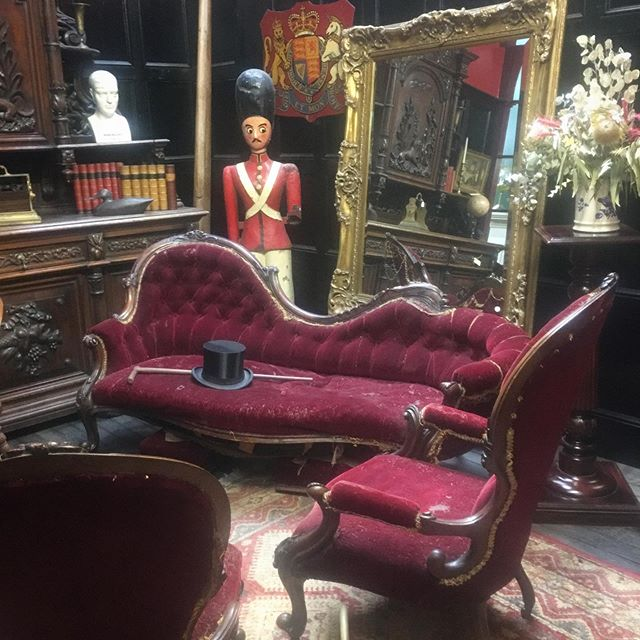 Top hats, velvet lounge and a mirror to be proud of. A perfect nook in which to swoon. #antiques #southernhighlands #victorianstyle