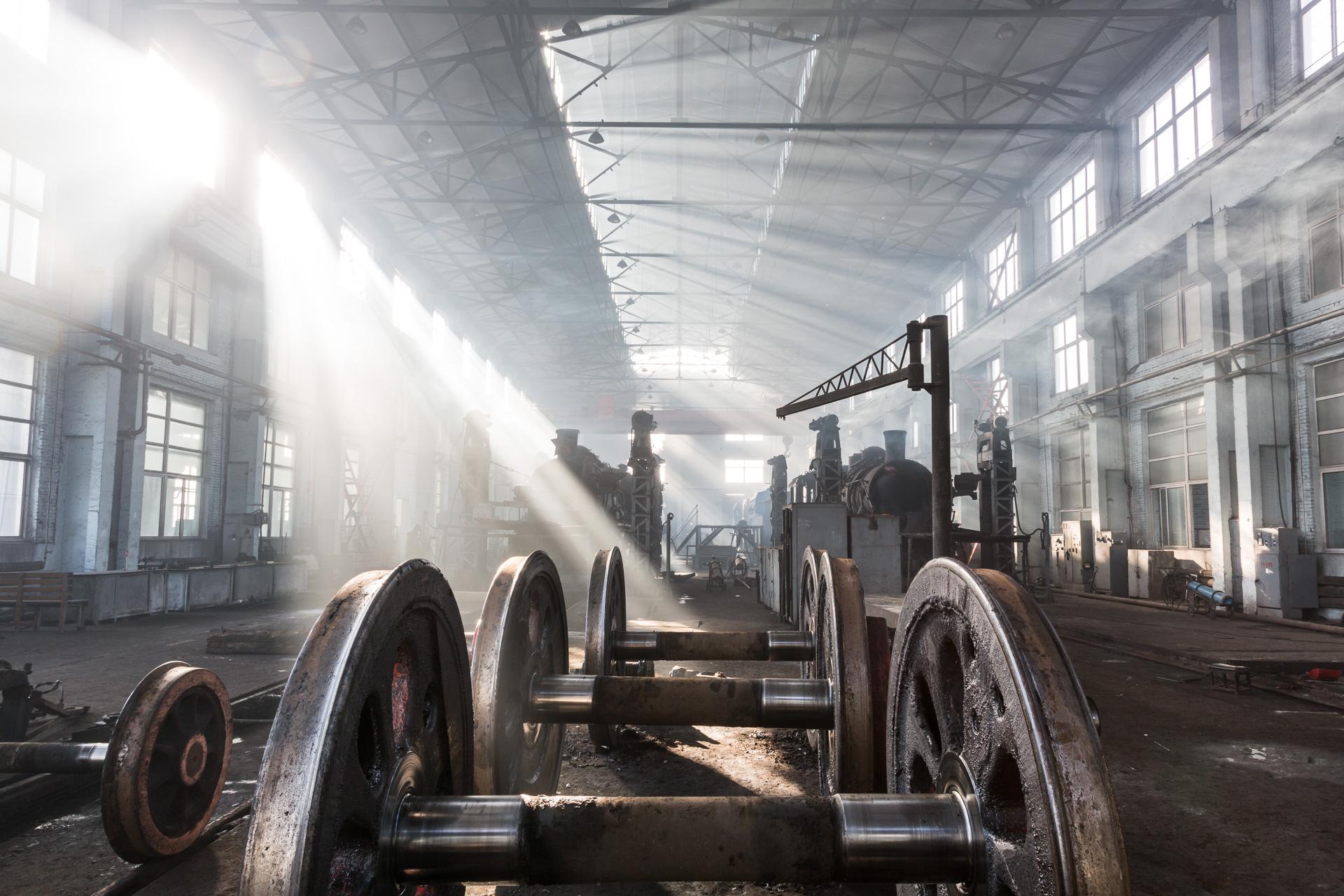 Im Workshop der Fuxin Mine Railway warten diese Radsätze auf den Einbau.