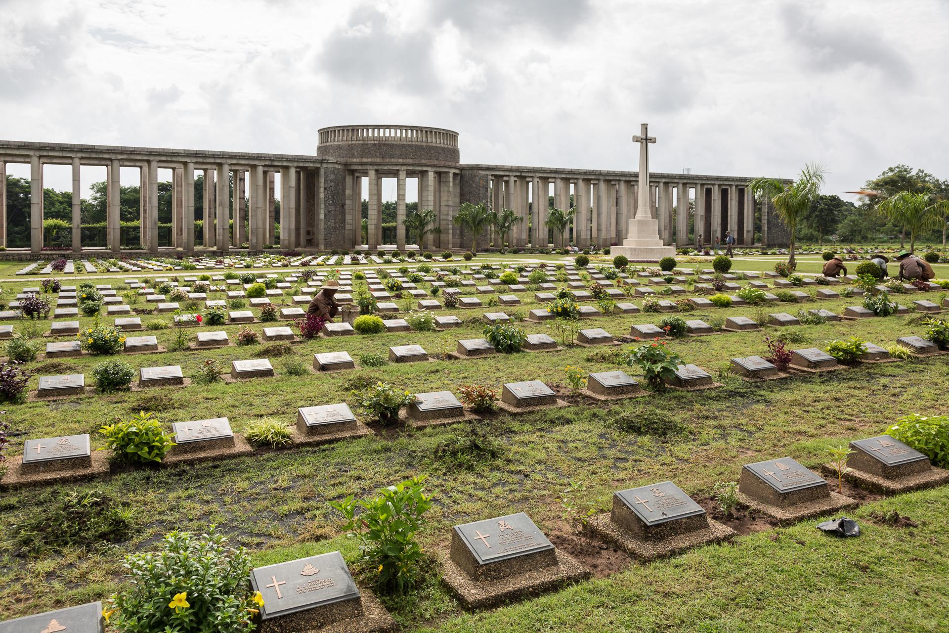 auch hier erinnern uns Soldatengräber an den 2.Weltkrieg