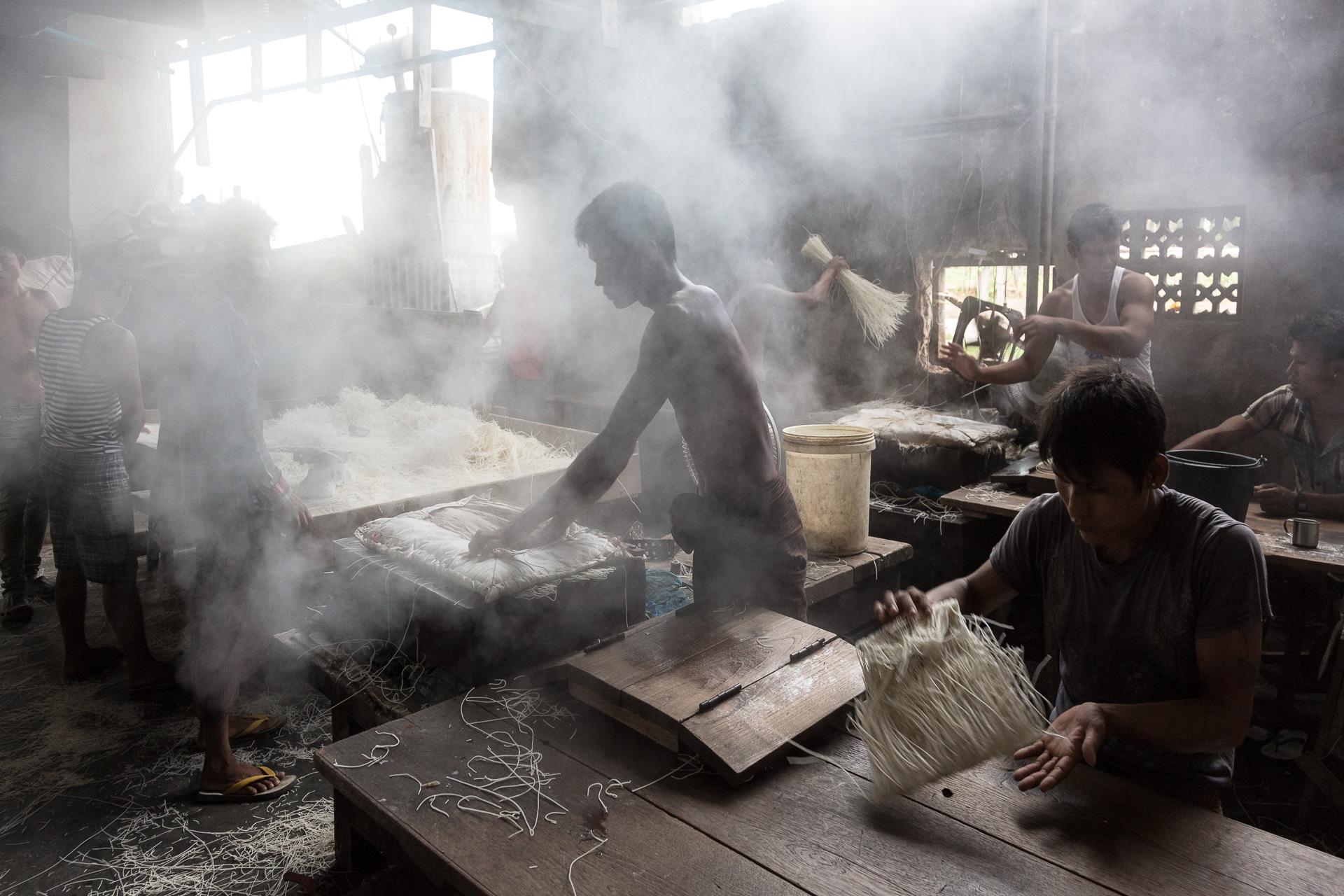 Arbeiter in der Nudelfabrik