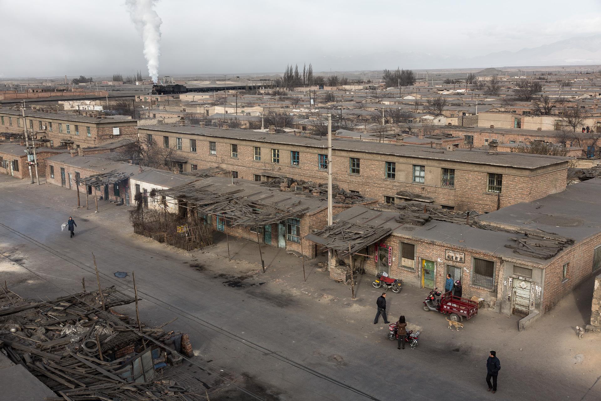 Blick vom Dach des Hospitals auf Arbeiterbehausungen...