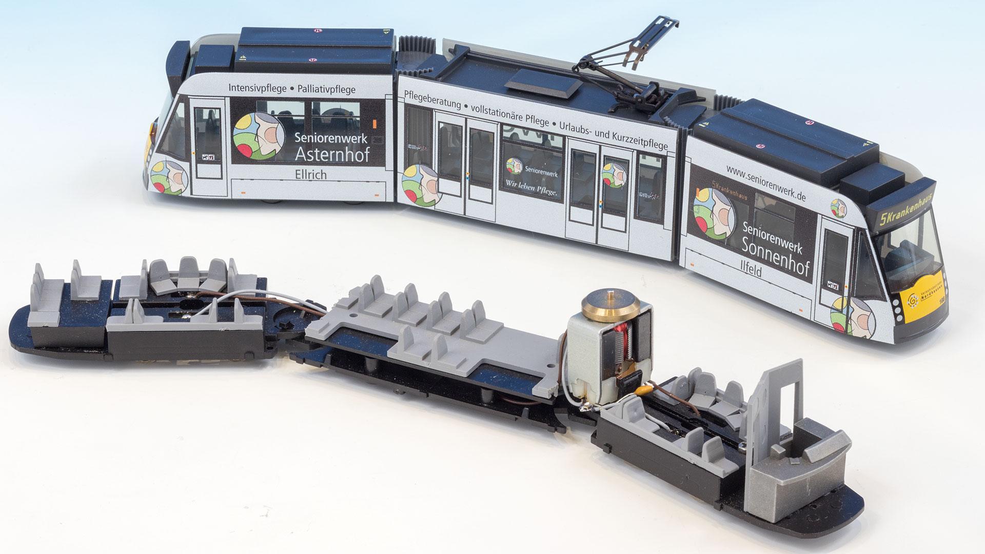 """Combino Strassenbahn von """"Linie 8"""" in H0"""