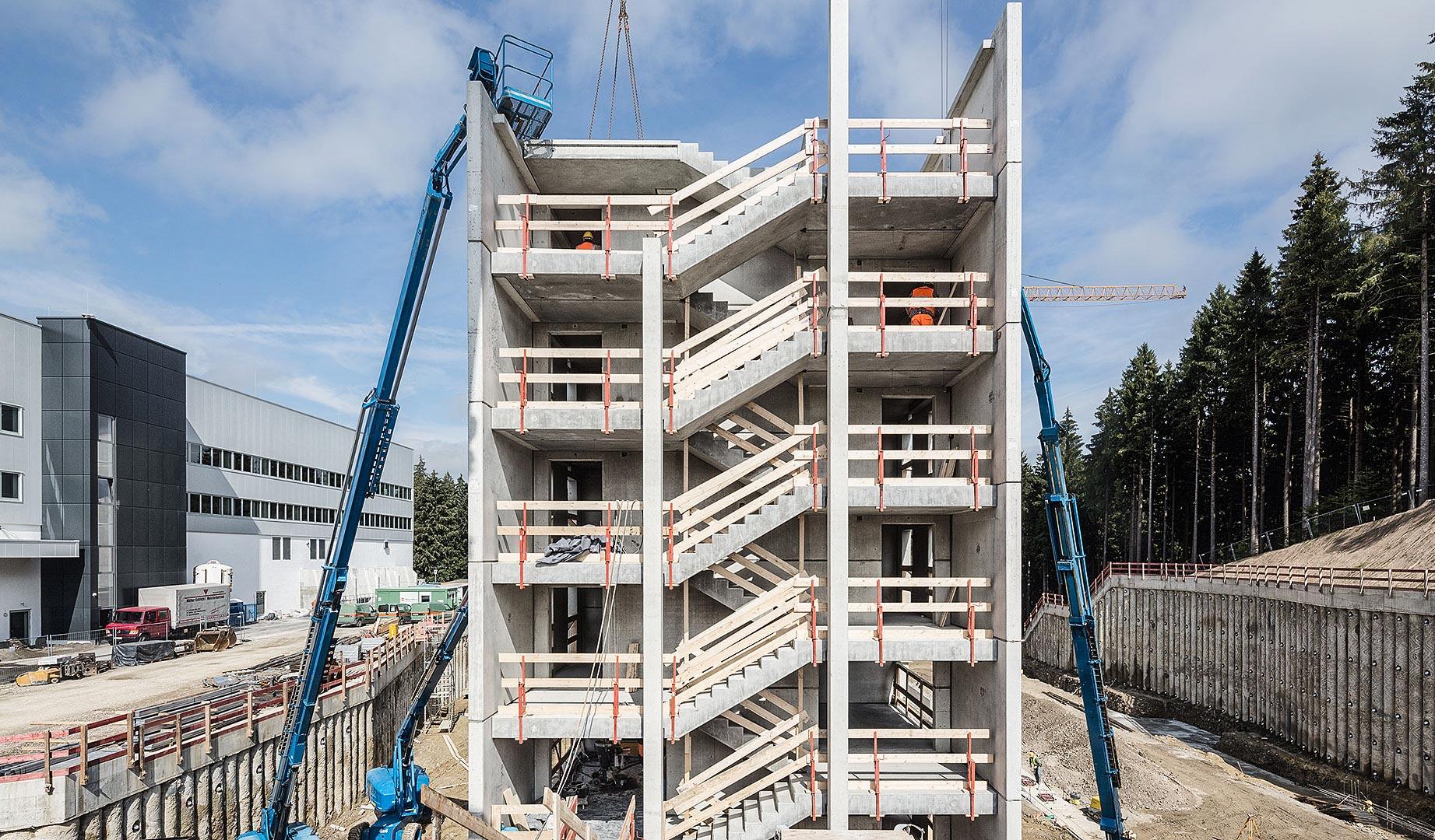 Modularer Aufbau eines Treppenhaus-Turms