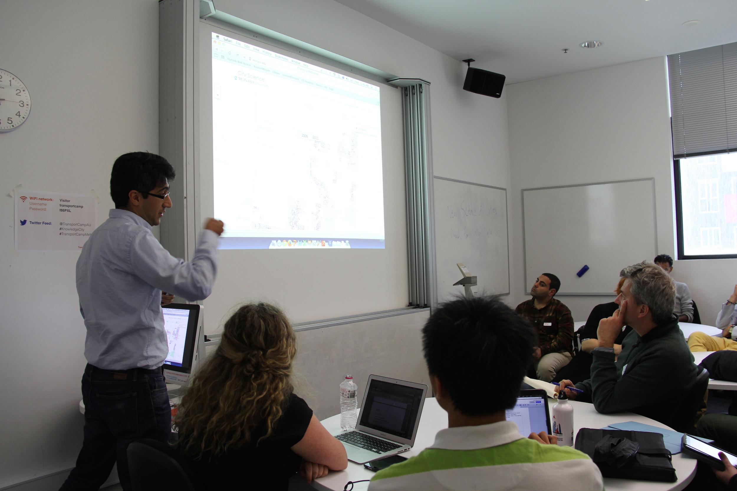 Meead Saberi explaining a spatial visualisation