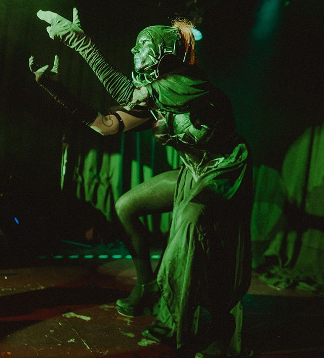 What a fucking #freakshow??? #cabaretvertigo really scared me sometimes. @tronicatlamiez still knows I love her. What a #performance #whatanight @schwulesauhannover #burlesque #burlesquedancer #green #stage #scary #spooky #wow #hannover