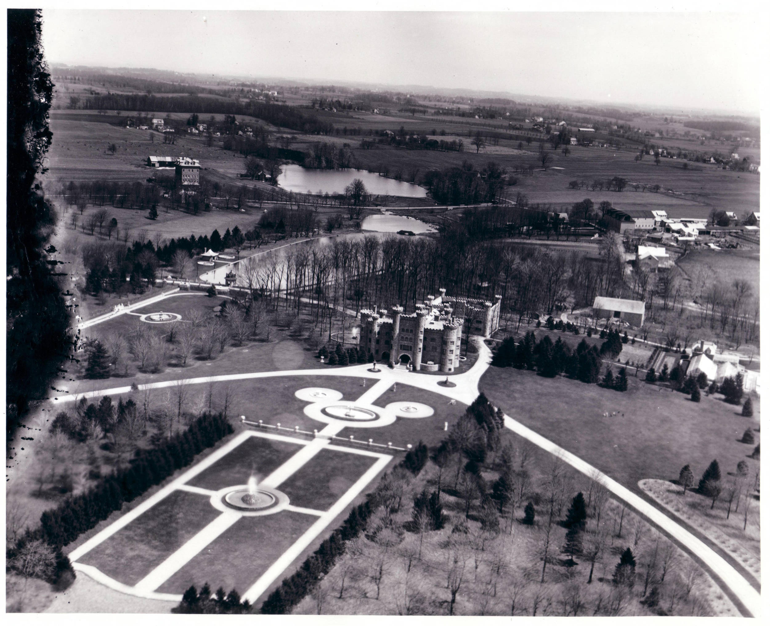 """""""Lindenwold,"""" residence of Richard Mattison, 1925.   Dallin Aerial Survey Company, Hagley Museum and Library."""
