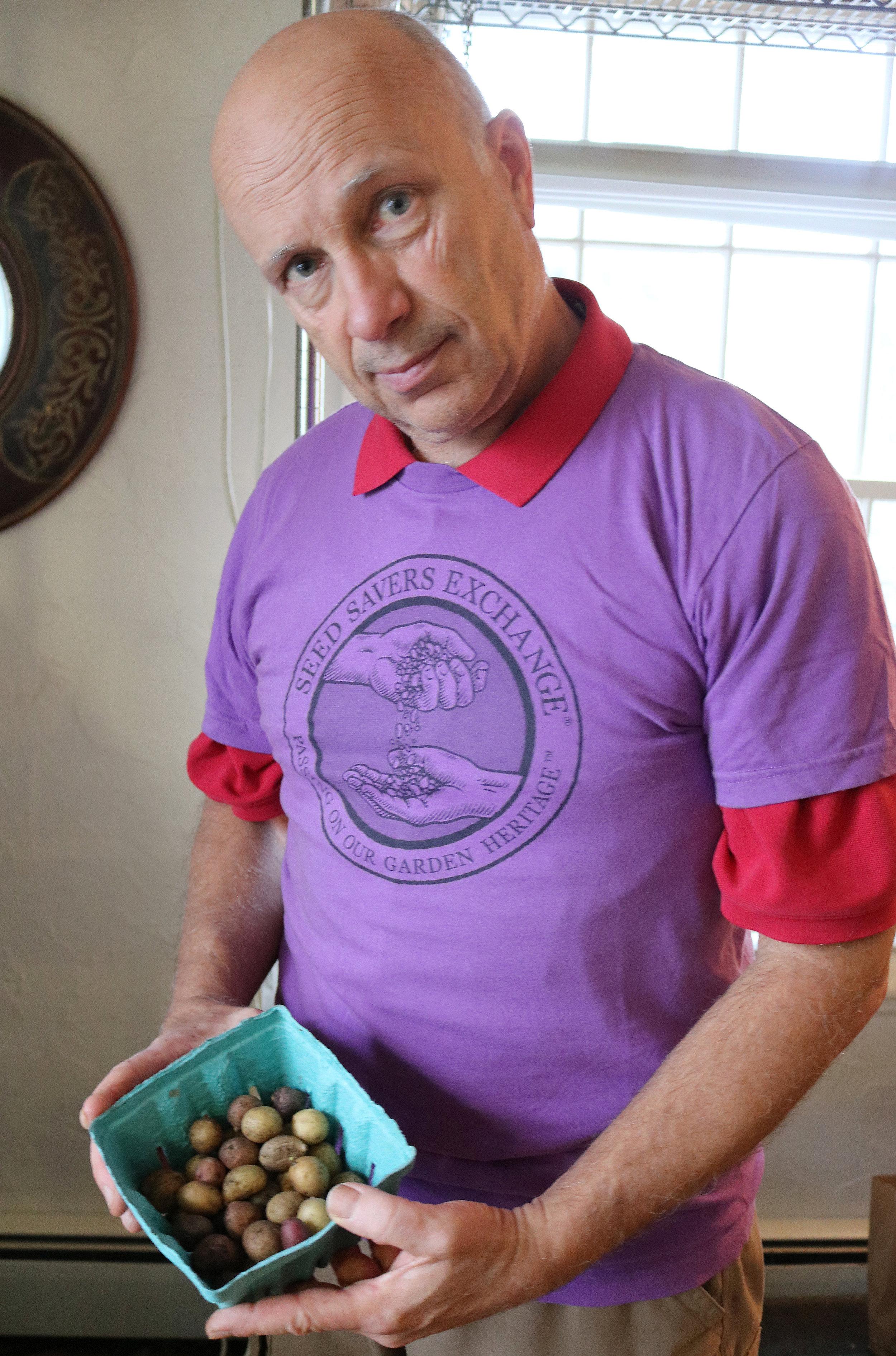 亚博电竞演员卡米奇,卡米奇,他的粉丝,让他从亚马逊的葡萄园里看到了,从意大利的玫瑰上提取的。