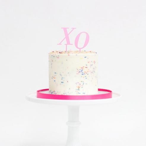 xo_pink_cake_topper.jpg