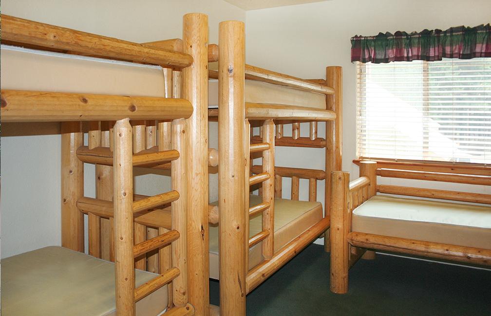 Sugar Pine Cedar Lodge Room