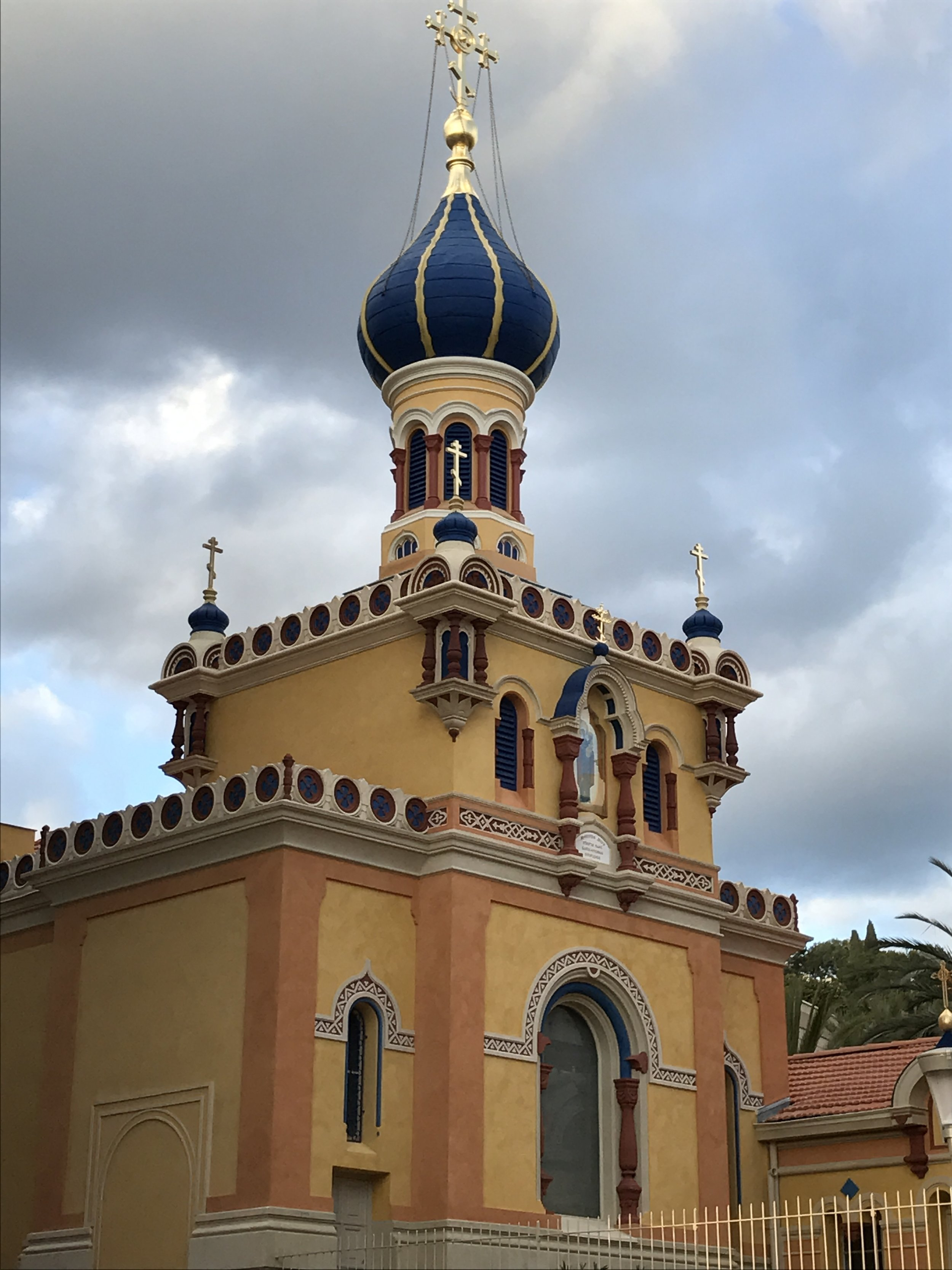 The superb Russian Church in Menton has re-opened after its renovation.  What a wonderful sight!
