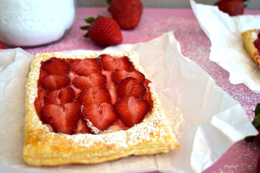 Γρήρορη σφολιάτα φράουλας με 5 υλικά-DSC_0636.JPG