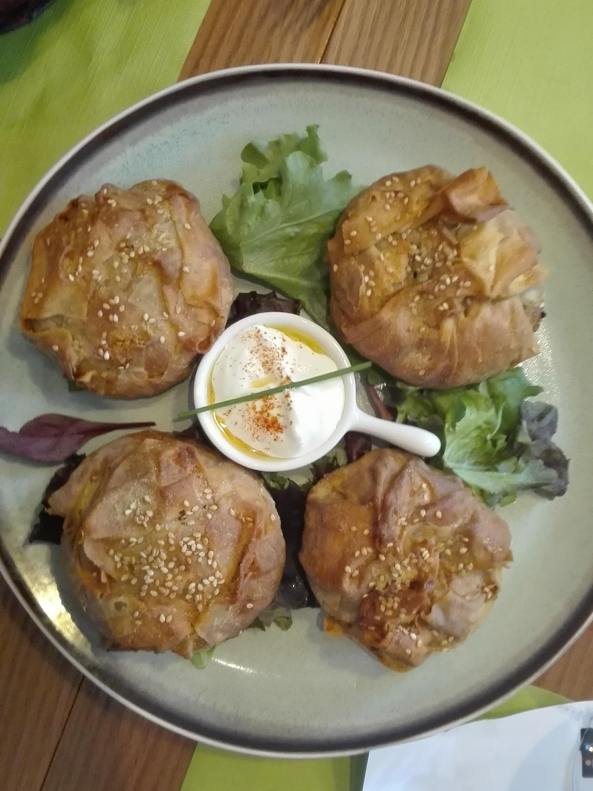 Ηπειρώτικη χορτόπιτα με αγριομάραθο Κρήτης και ραδίκια