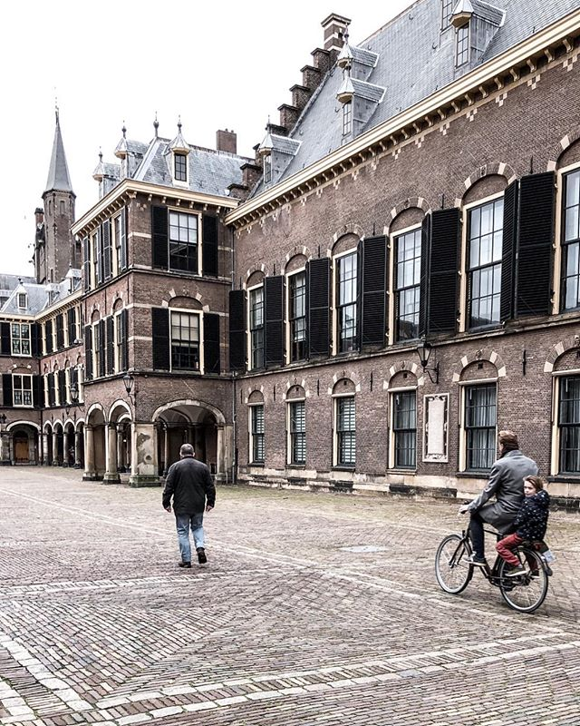 This beautiful building is the  Binnenhof. I read that it is the oldest House of Parliament in the world still in use. Apparently the Prime Minister's office is located in one of the small towers (possible set of true facts) . . . . . . . . . . . . . . . . . . . . . . . . . . . . #theprettycities#living_europe#iamatraveler#whpwanderlust#postcardsfromtheworld#goopgo#kings_villages#seemycity#suitcasetravels#mycityloves#forbestravelguide#tlpicks#mydomainetravels#traveldeeper#bitsofbuildings#topeuropephoto#map_of_europe#bestcitybreaks#igersholland#delft#theculturetrip#athomeintheworld#denhaag#nederland#wonderfulplace#ladieswhotravel#dametravel#damestravel#thediscoverer#pathport
