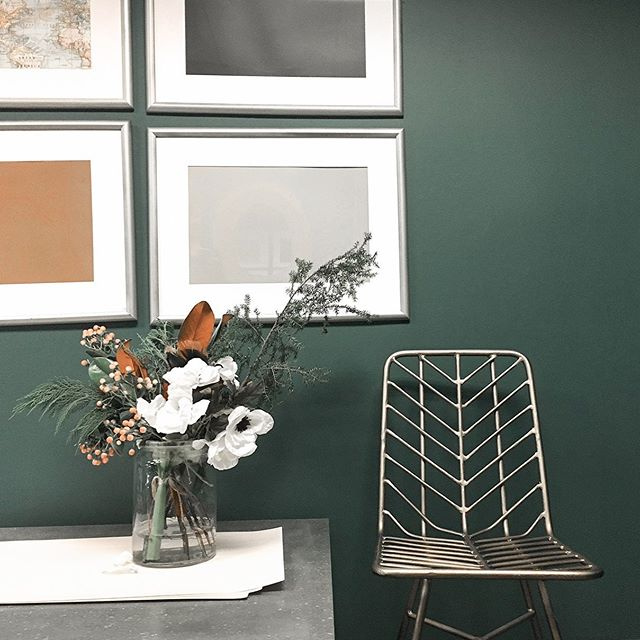 An easy way not to let your paint dry out in the can? Drop golf balls into it to fill the air space when it's half empty. You can thank us later! Check out this beautiful green shade by @c2paint #interiordesigntips #charlestonsouthcarolina #instainteriors  #interiorstyles