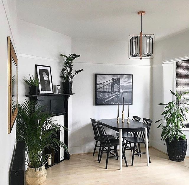 Keep it simple but full of style with a black & white combination in your interior design! You can recreate this incredible style by @mono_house_nottm by using @farrowandall color Wevet on your walls and the Pitch Black color for your accents! 🖤 #farrowandball #farrowandballpaint #modernhomedecor